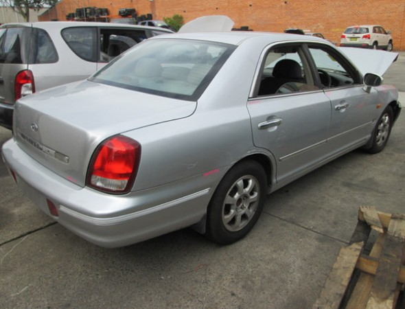 Hyundai Grandeur 3.0 1999 photo - 1