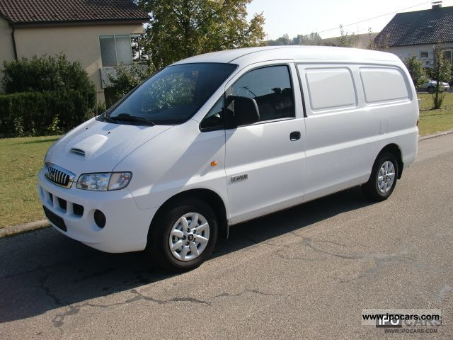 Hyundai H-1 2.4 2001 photo - 11