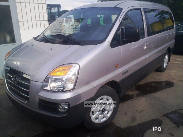 Hyundai H-1 2.4 2001 photo - 12