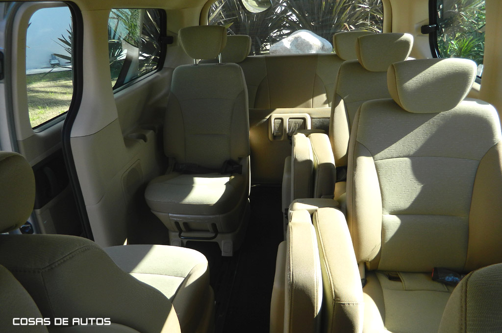 Hyundai H-1 2.4 2001 photo - 8