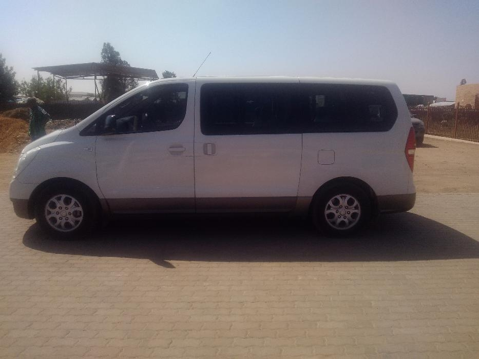 Hyundai H-1 2.4 2009 photo - 11