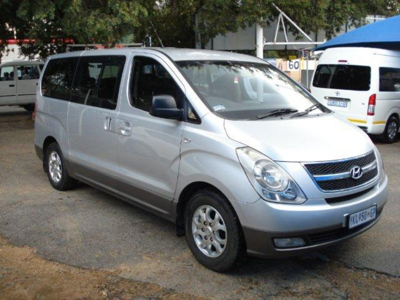 Hyundai H-1 2.4 2009 photo - 2