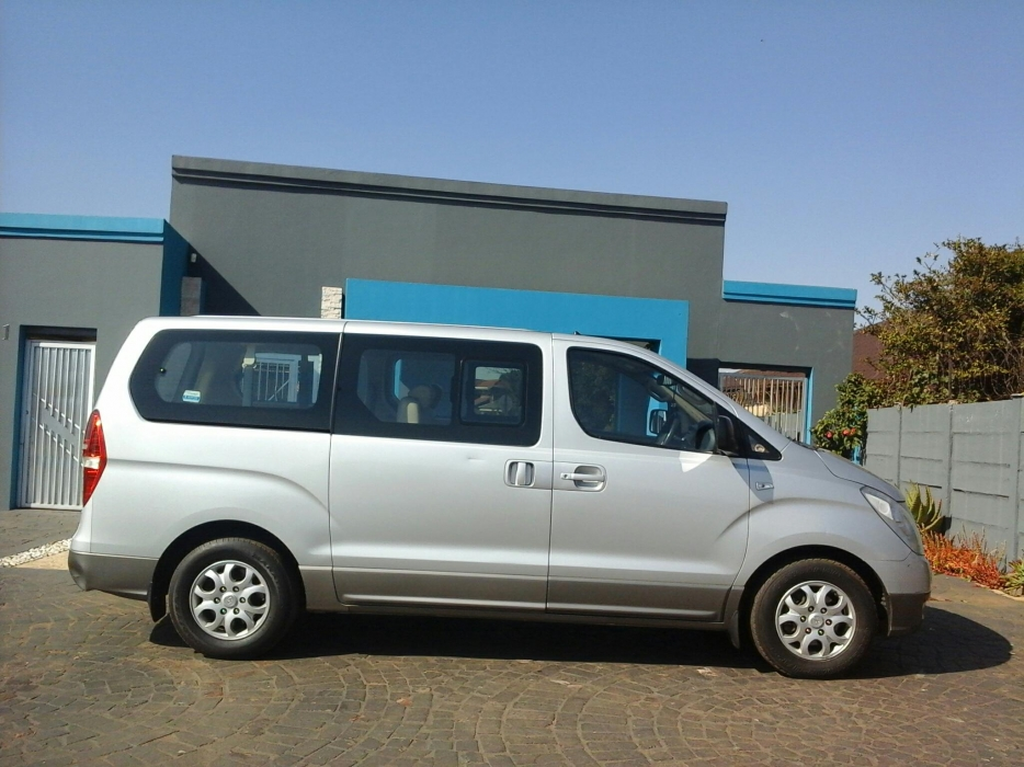 Hyundai H-1 2.4 2009 photo - 8