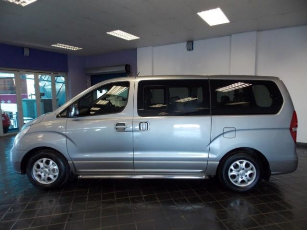 Hyundai H-1 2.4 2013 photo - 1