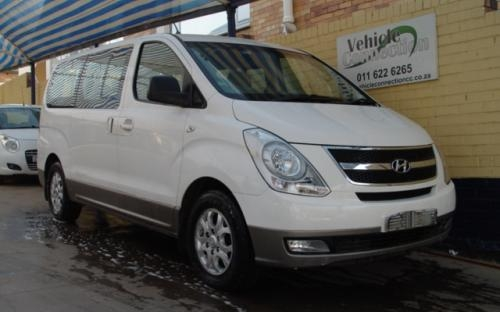 Hyundai H-1 2.4 2013 photo - 12