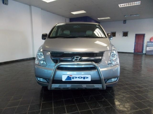 Hyundai H-1 2.4 2013 photo - 2