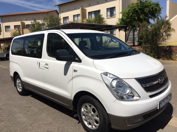 Hyundai H-1 2.4 2014 photo - 2