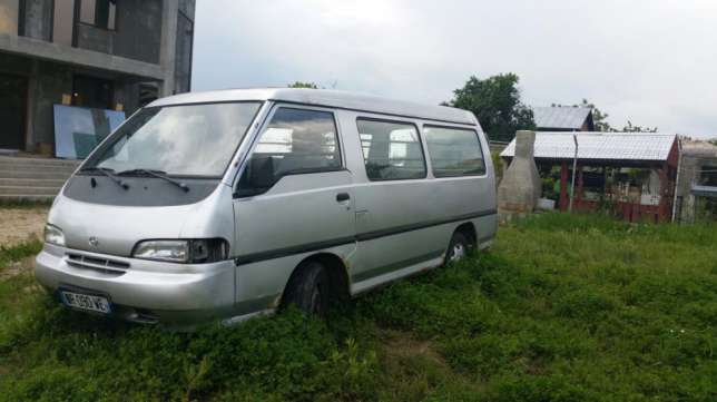 Hyundai H-1 2.5 1997 photo - 2