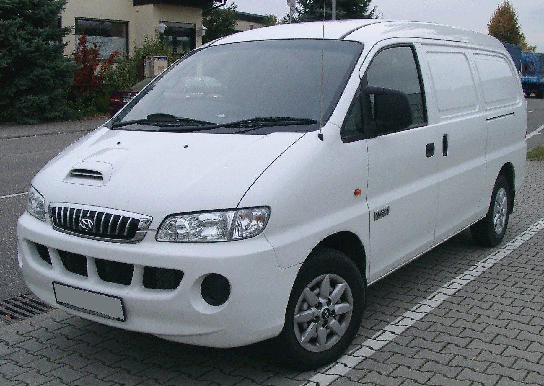 Hyundai H-1 2.5 1997 photo - 6