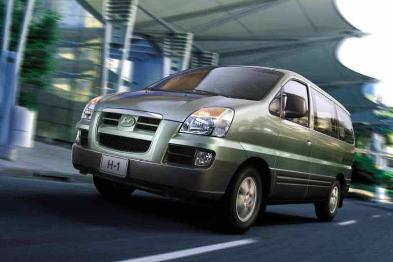 Hyundai H-1 2.5 1999 photo - 12
