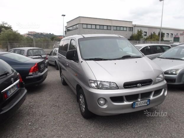 Hyundai H-1 2.5 1999 photo - 2