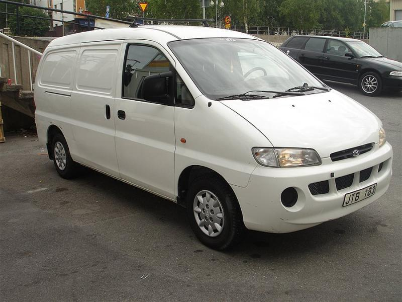 Hyundai H-1 2.5 1999 photo - 9
