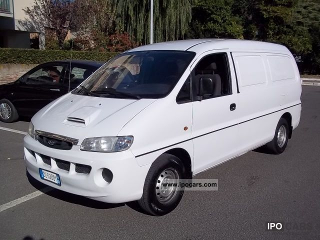 Hyundai H-1 2.5 2002 photo - 2