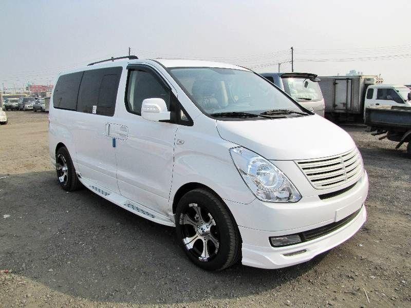 Hyundai H-1 2.5 2002 photo - 4