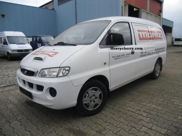 Hyundai H-1 2.5 2003 photo - 3