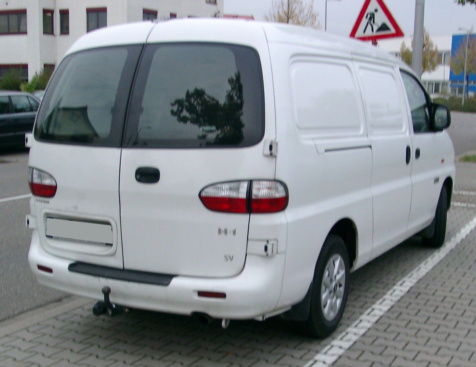 Hyundai H-1 2.5 2003 photo - 5