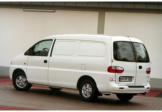 Hyundai H-1 2.5 2003 photo - 9