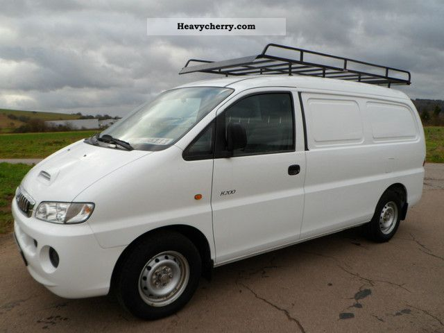 Hyundai H-1 2.5 2006 photo - 1