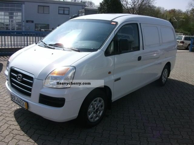 Hyundai H-1 2.5 2008 photo - 7