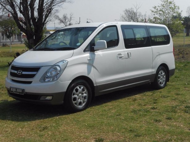 Hyundai H-1 2.5 2012 photo - 2