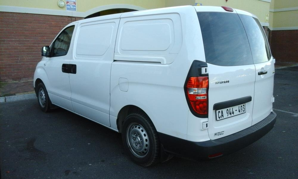 Hyundai H-1 2.5 2012 photo - 4