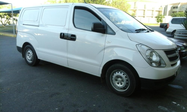 Hyundai H-1 2.5 2012 photo - 9