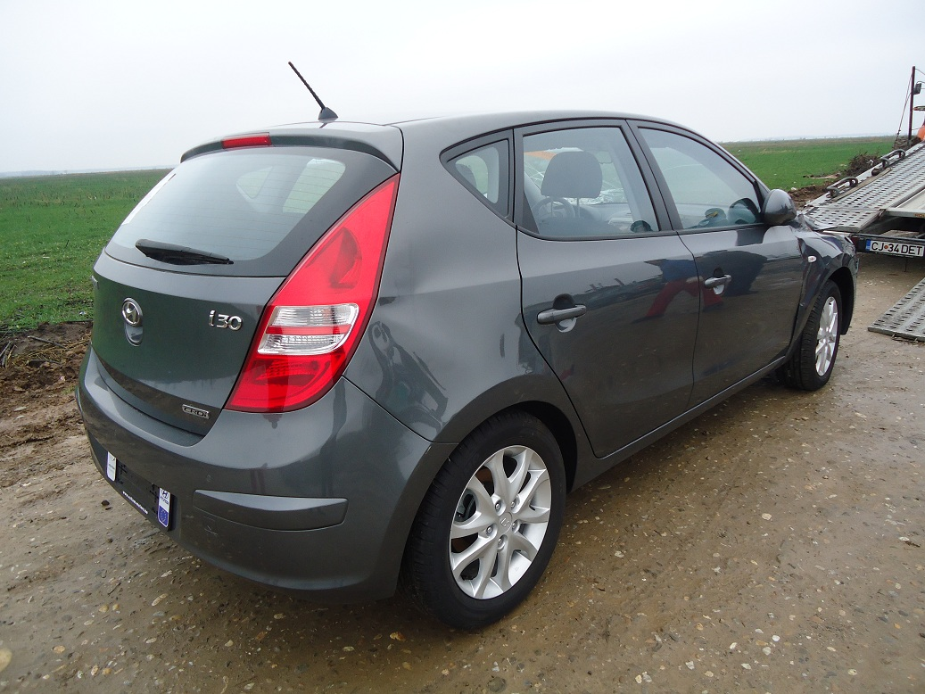 Hyundai i30 1.6 2009 photo - 8