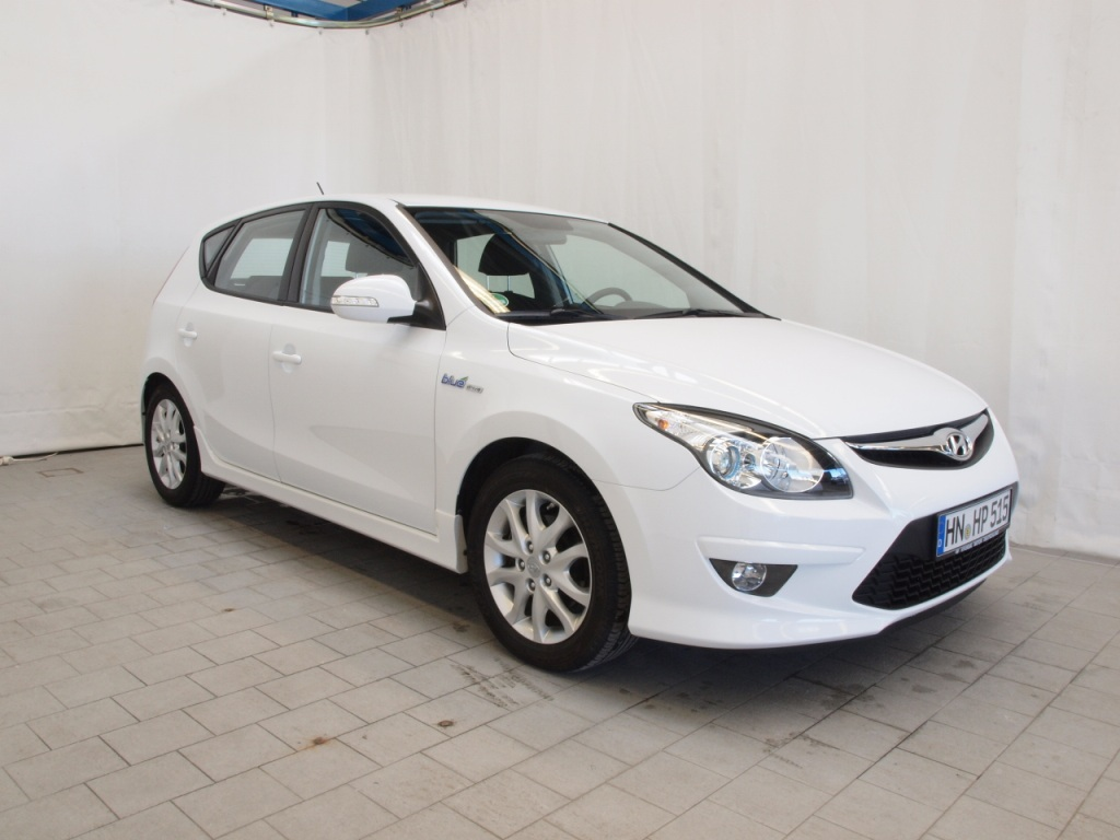 Hyundai i30 1.6 2010 photo - 11