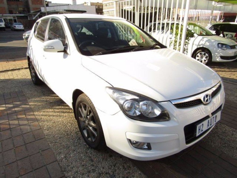 Hyundai i30 1.6 2010 photo - 3