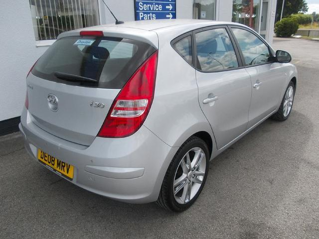 Hyundai i30 2.0 2008 photo - 3