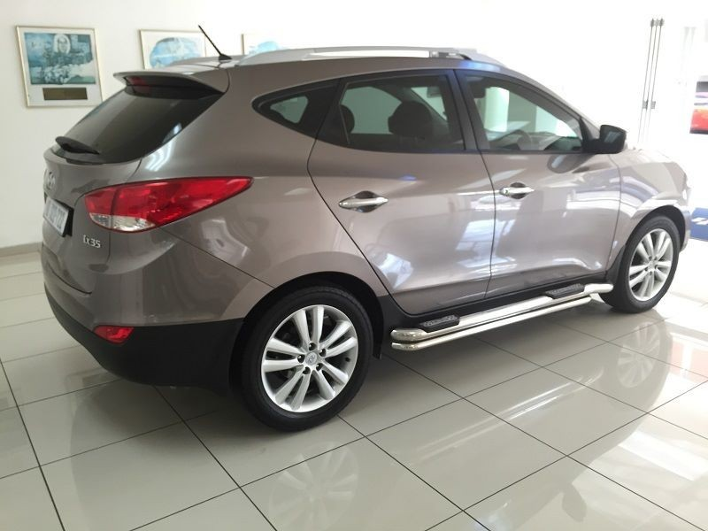 Hyundai ix35 2.0 2011 photo - 2