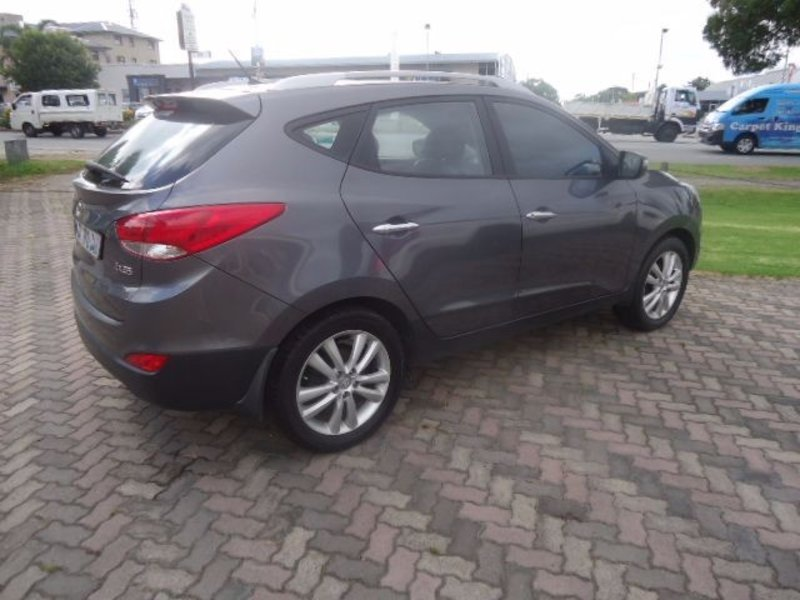 Hyundai ix35 2.0 2011 photo - 9