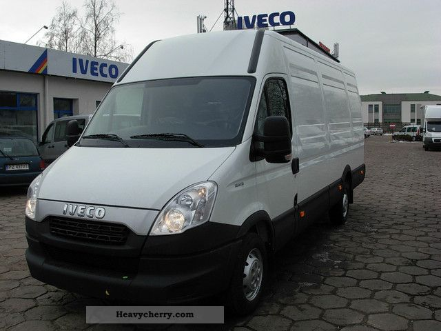 IVECO Daily 2.3 2011 photo - 3
