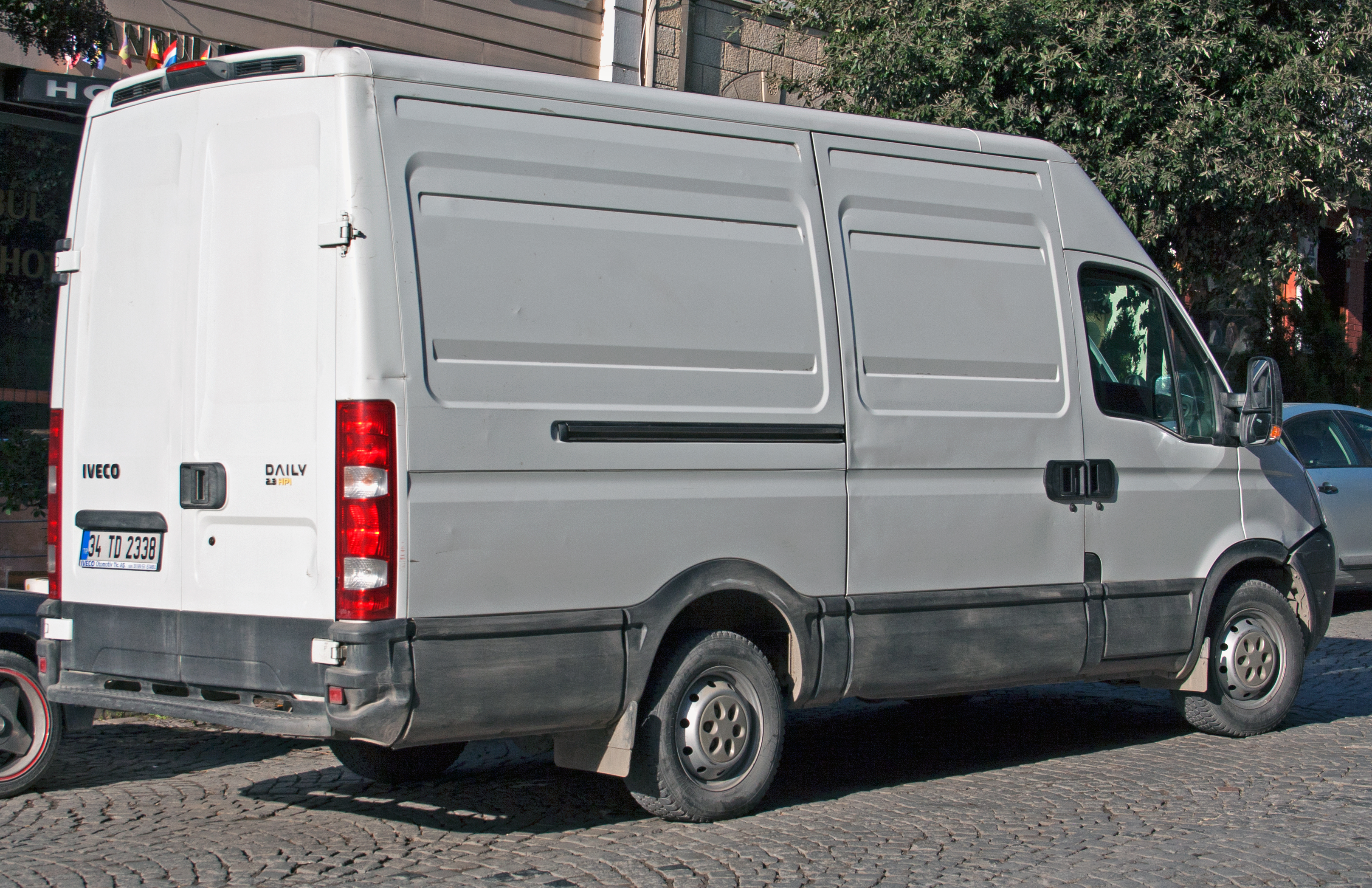 IVECO Daily 2.3 2013 photo - 2
