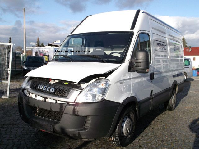 IVECO Daily 3.0 2011 photo - 1