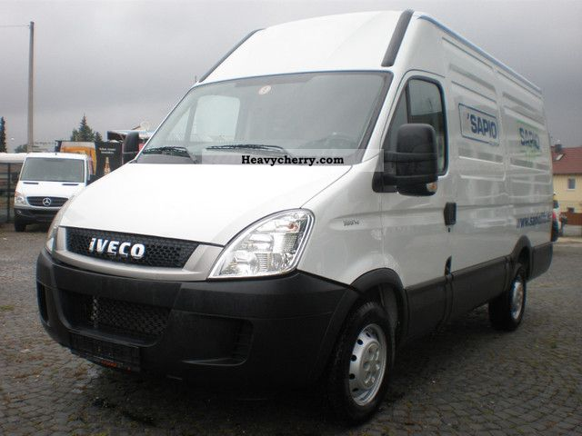 IVECO Daily 3.0 2011 photo - 2