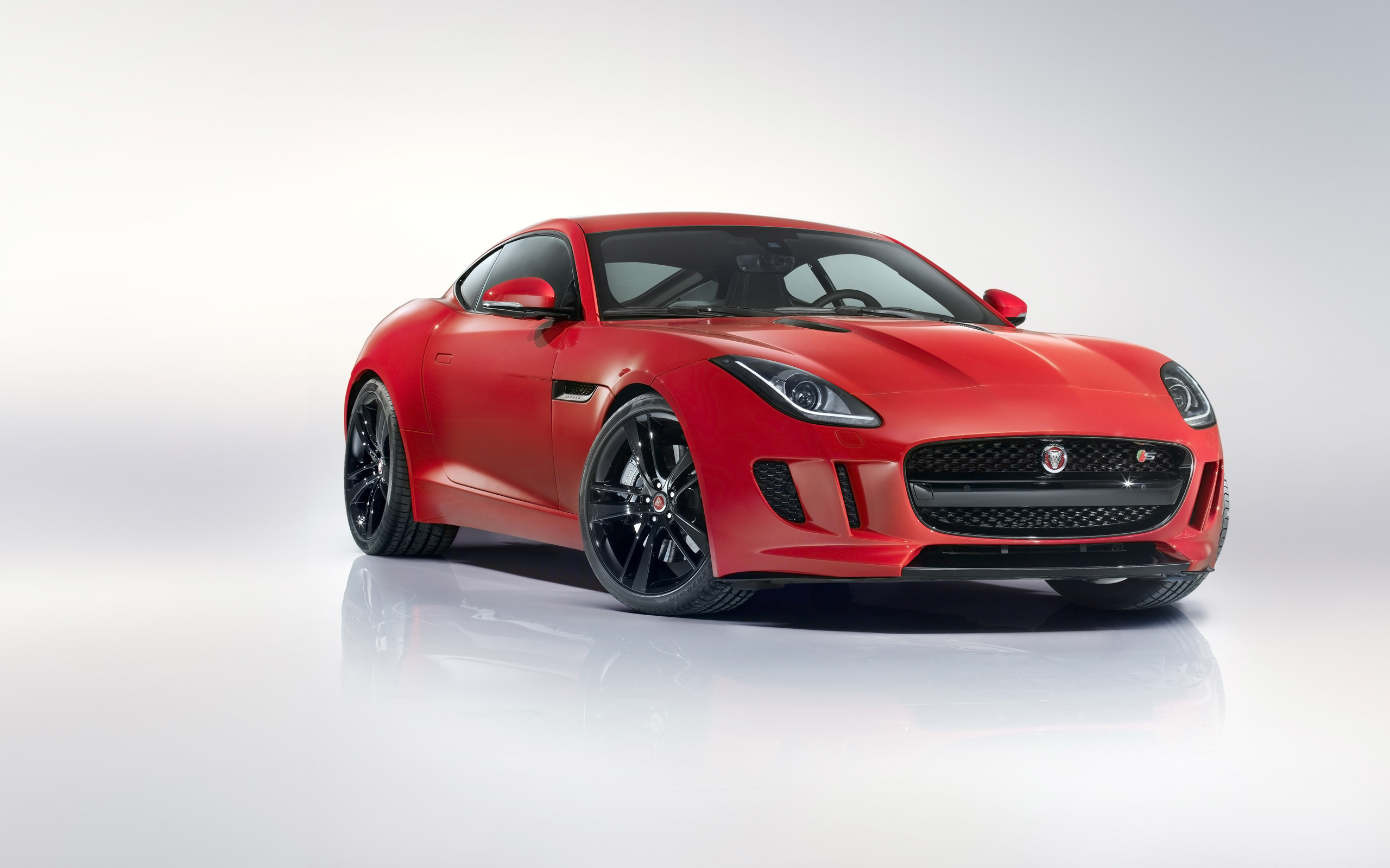Jaguar F-Type R 2014 photo - 2