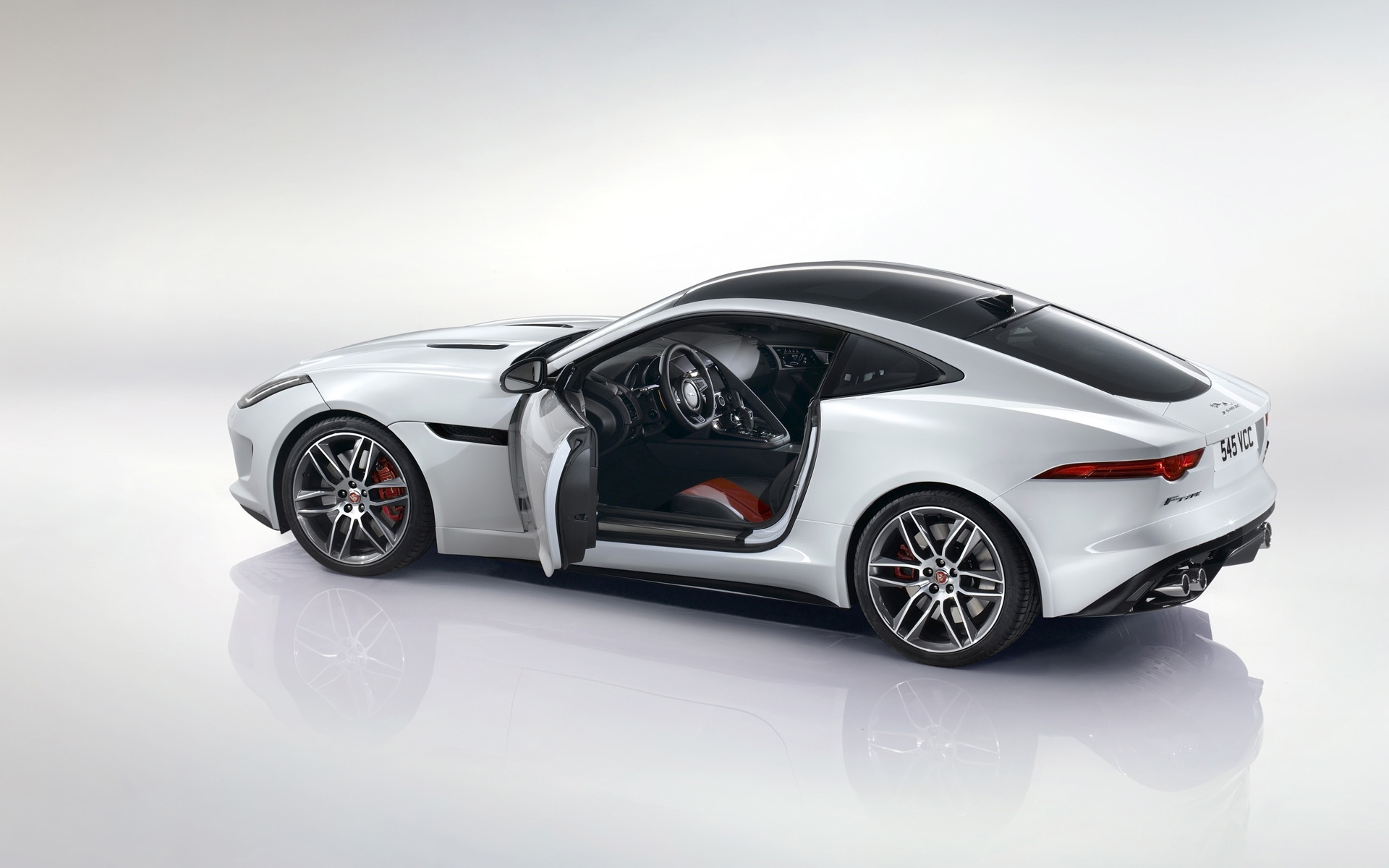 Jaguar F-Type R 2014 photo - 5