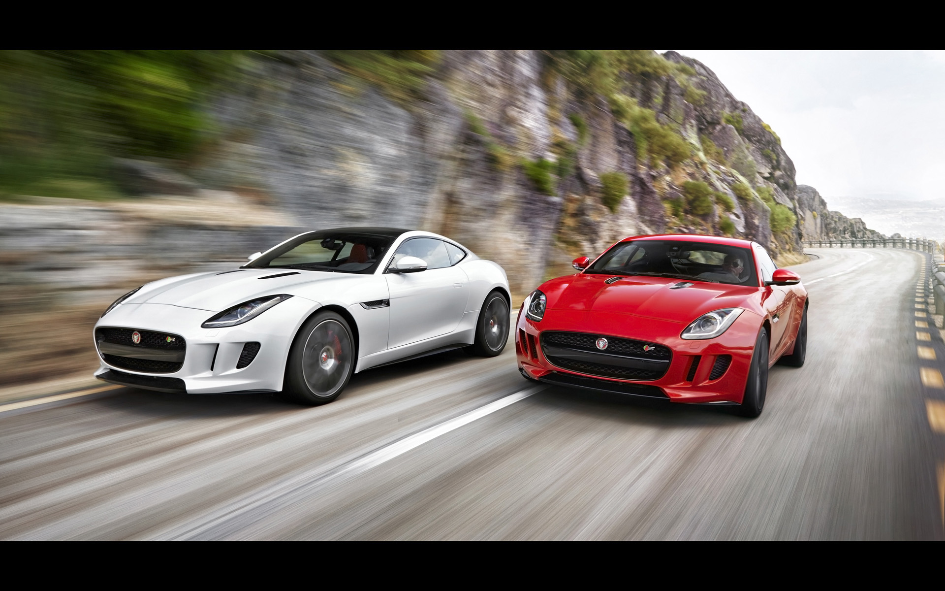 Jaguar F-Type R 2014 photo - 9
