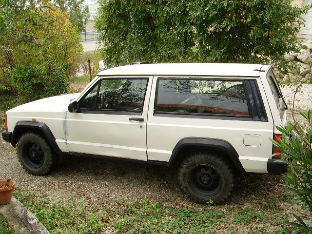 Jeep Cherokee 2.1 1988 photo - 3