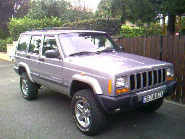 Jeep Cherokee 2.5 2000 photo - 8