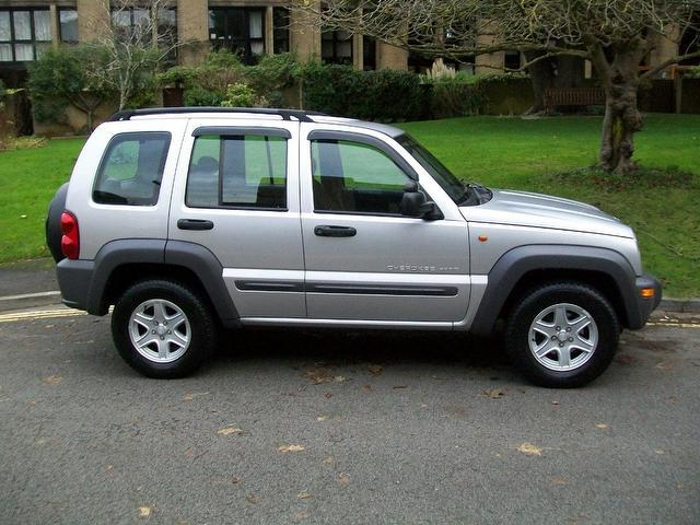 Jeep Cherokee 2.5 2003 photo - 11