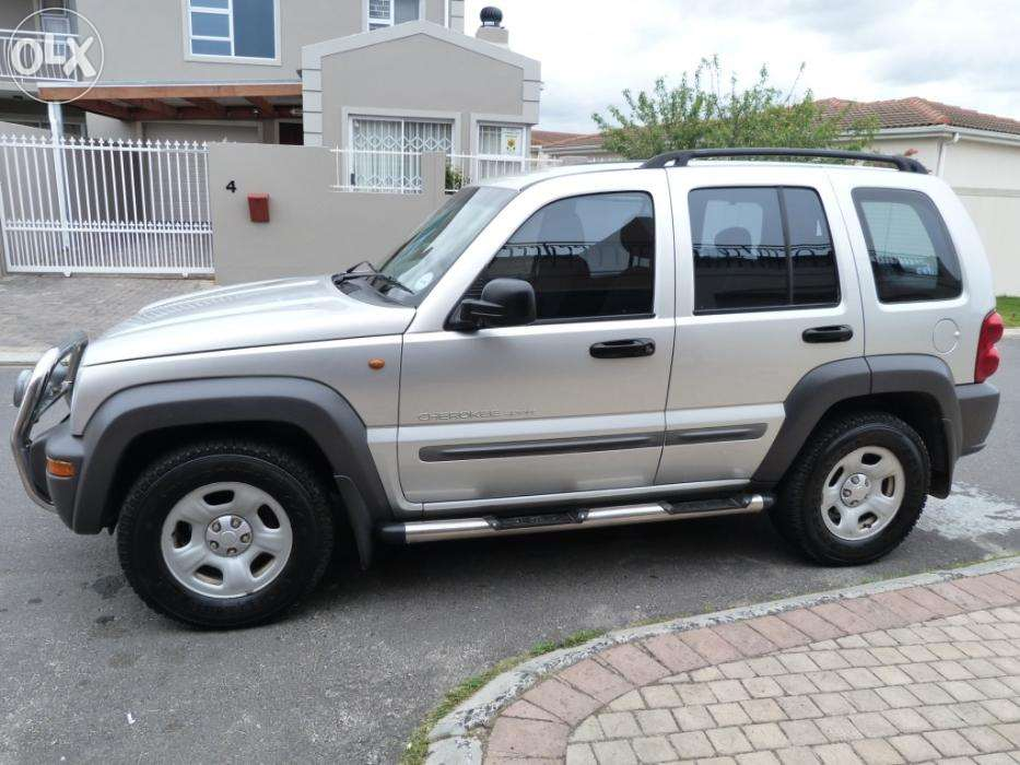Jeep Cherokee 2.5 2003 photo - 12