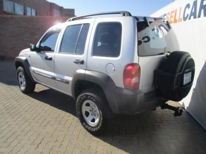 Jeep Cherokee 2.5 2003 photo - 5