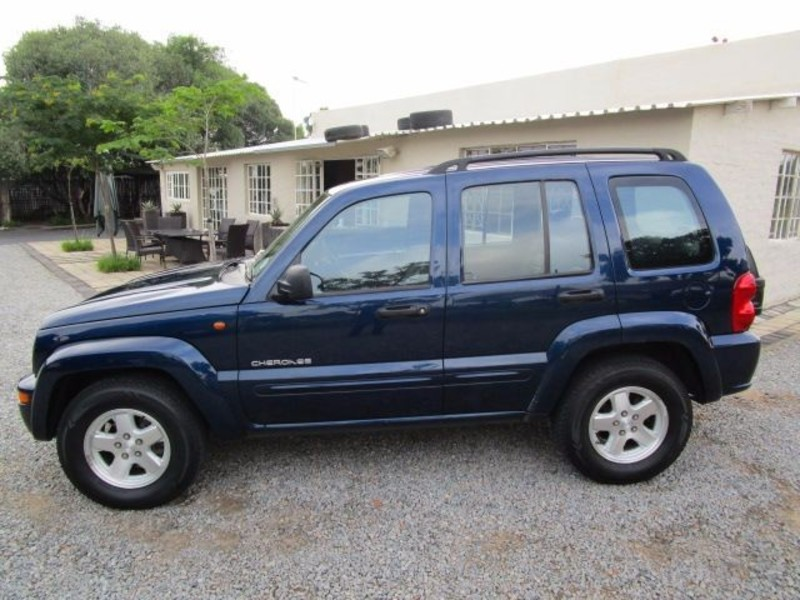Jeep Cherokee 2.8 2004 photo - 11