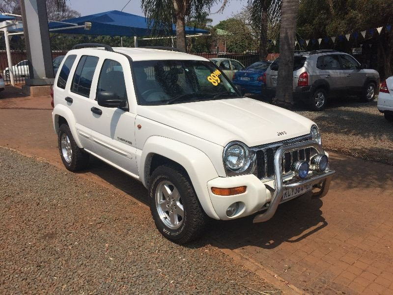 Jeep Cherokee 2.8 2004 photo - 4