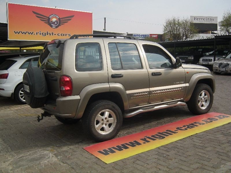 Jeep Cherokee 2.8 2004 photo - 8