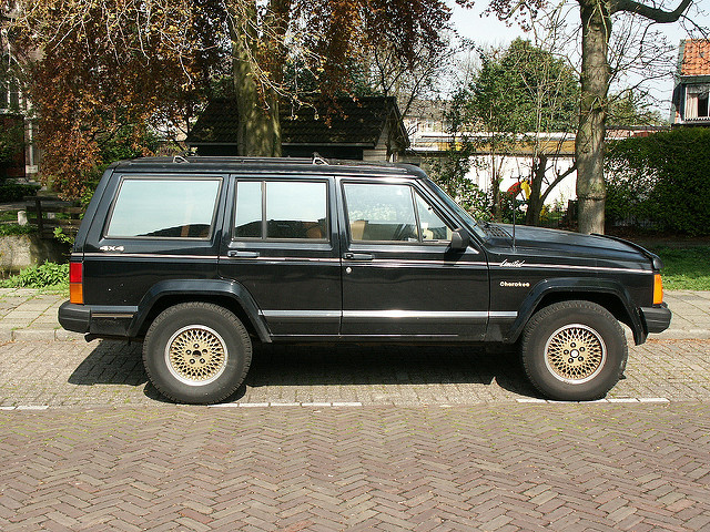 Jeep Cherokee 4.0 1990 photo - 1