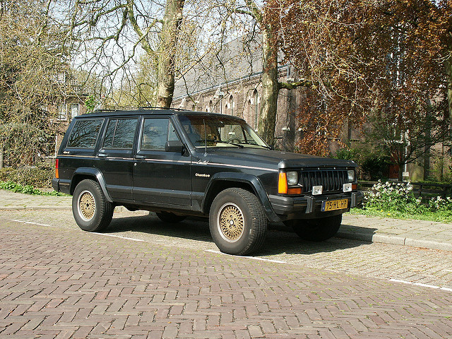 Jeep Cherokee 4.0 1990 photo - 3