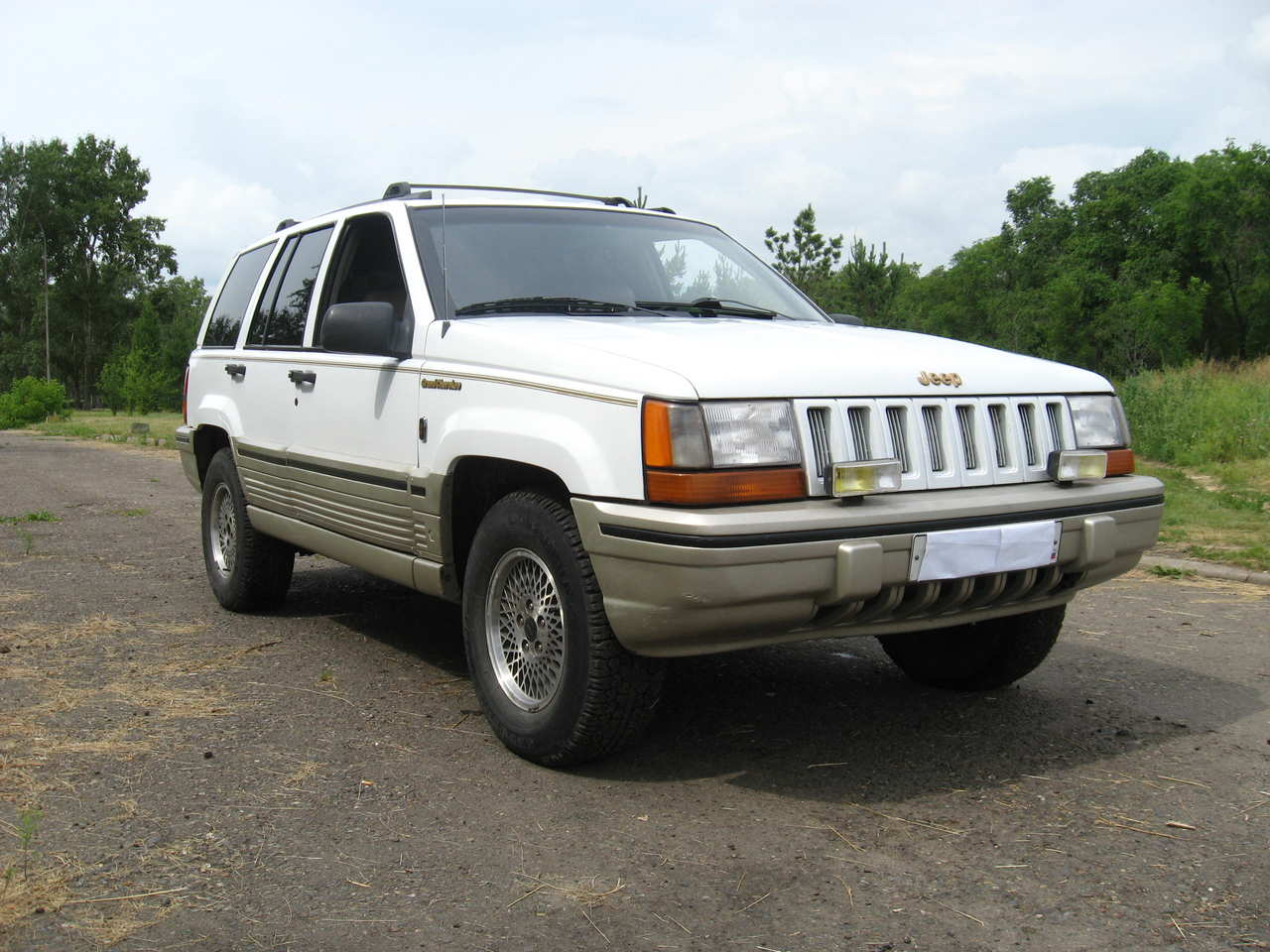 Jeep Grand Cherokee 4.0 1993 photo - 2